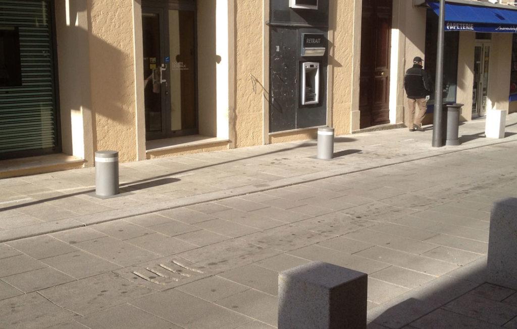 Bornes fixe sur trottoirs
